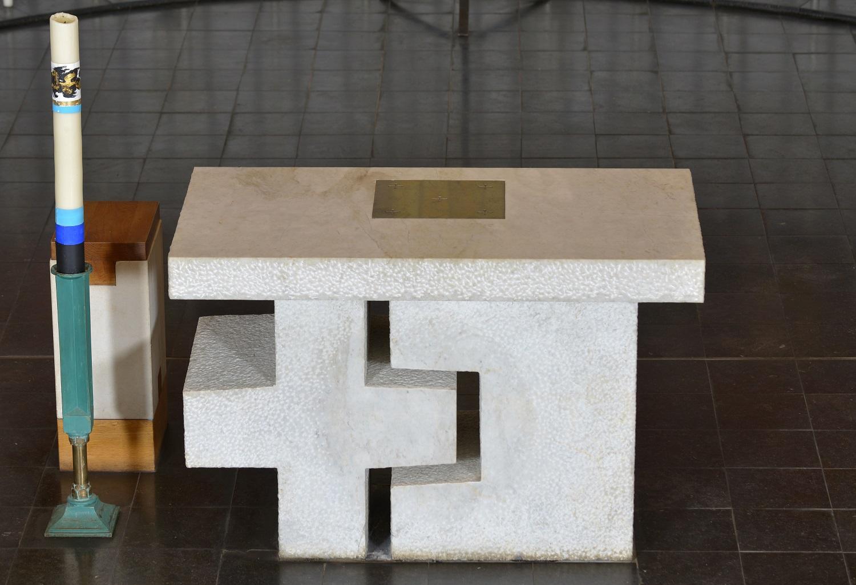 L'autel de Saint-Hugues-de-Chartreuse dessiné par Arcabas [Musée Arcabas en Chartreuse]