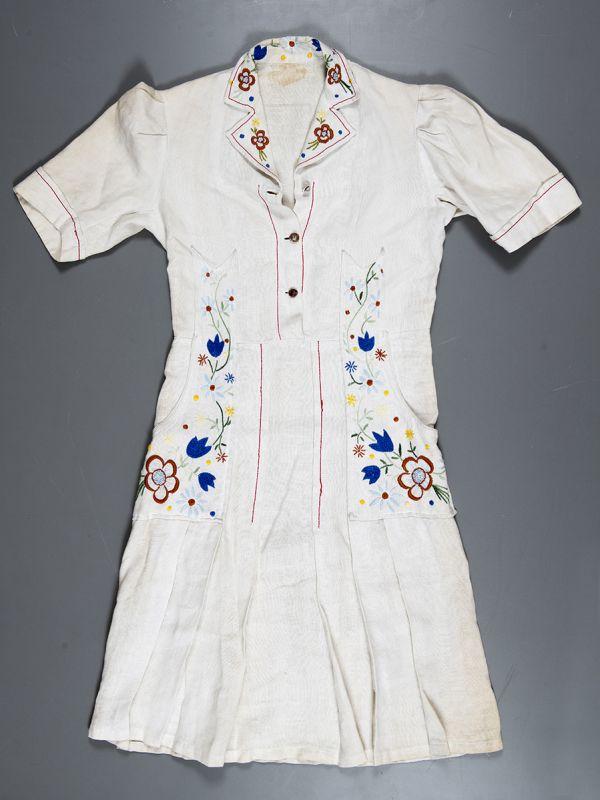 Robe en toile de lin. Collections du musée de la Résistance et de la Déportation de l'Isère